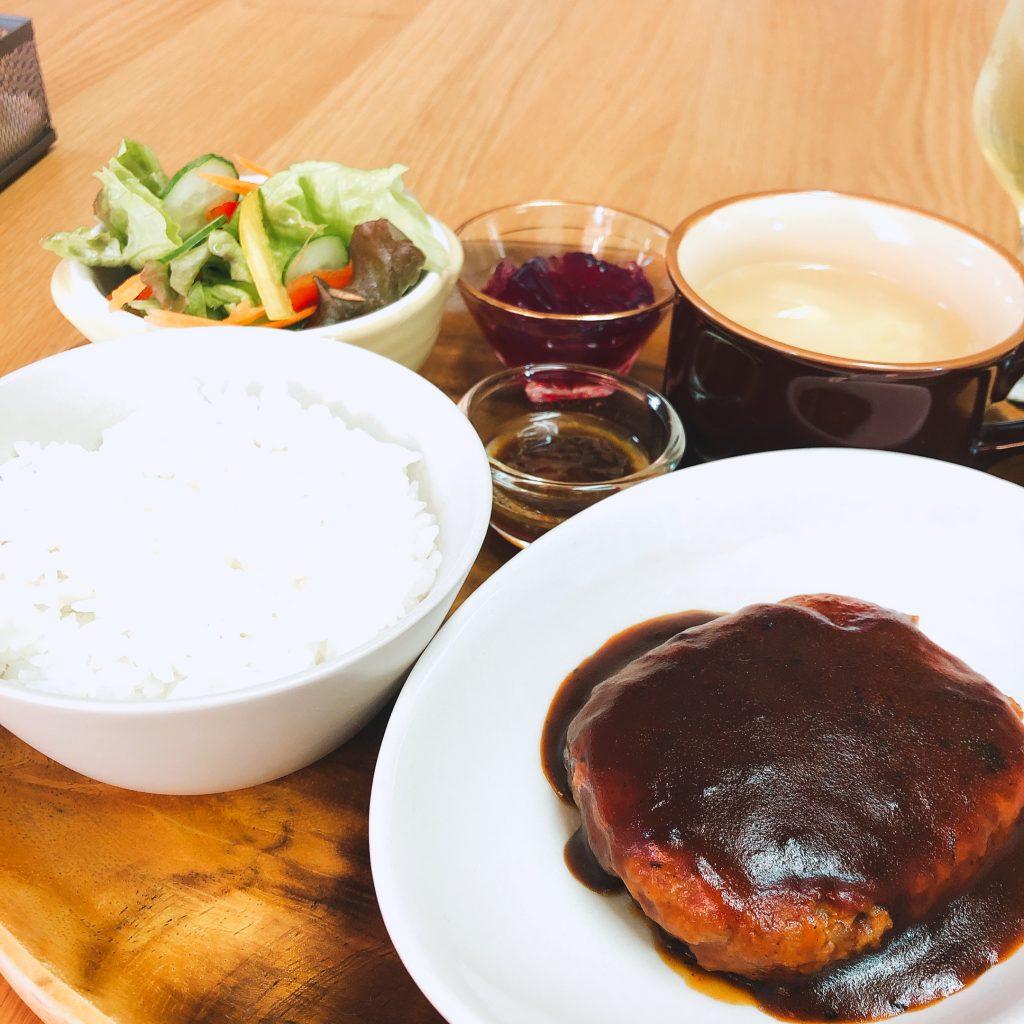 かふぇぎゃらりー本と台所ハンバーグプレートランチ